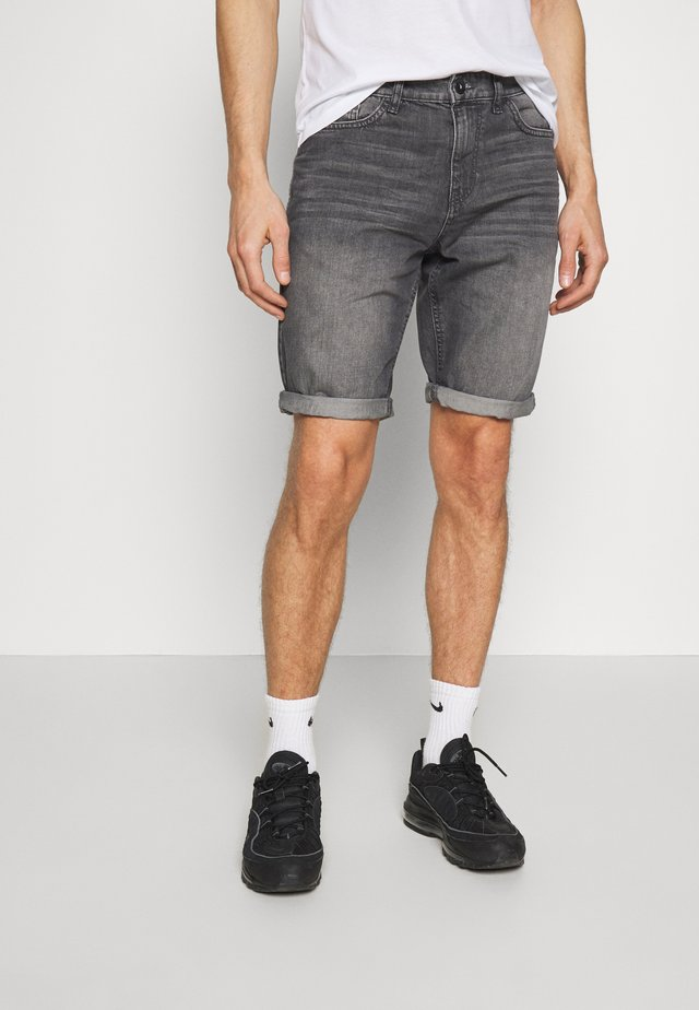 JEANSHOSEN JOSH REGULAR SLIM JEANS-SHORTS IN VINTAGE-WASHUNG - Szorty jeansowe - grey denim