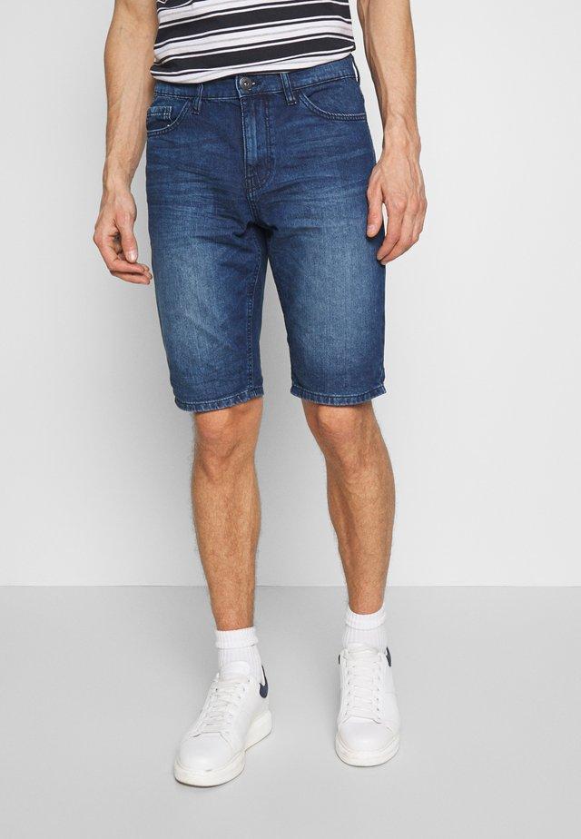 JEANSHOSEN JOSH REGULAR SLIM JEANS-SHORTS IN VINTAGE-WASHUNG - Szorty jeansowe - mid stone wash denim