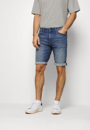 JOSH SUPERSTRETCH - Szorty jeansowe - light stone wash denim