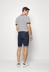 TOM TAILOR - JOSH SUPERSTRETCH - Denim shorts - dark stone wash denim - 2
