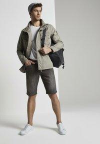 TOM TAILOR - Shorts di jeans - grey denim - 1