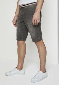 TOM TAILOR - Shorts di jeans - grey denim - 3