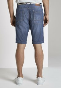 TOM TAILOR - Shorts di jeans - mid stone wash denim - 2
