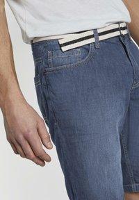 TOM TAILOR - Shorts di jeans - mid stone wash denim - 4