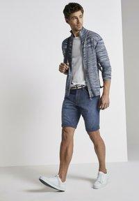 TOM TAILOR - Shorts di jeans - mid stone wash denim - 1