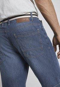 TOM TAILOR - Shorts di jeans - mid stone wash denim - 5