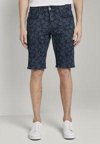 TOM TAILOR - MIT TROPISCHEM PRINT - Shorts di jeans - navy white agave design - 0
