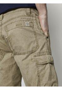 TOM TAILOR - Shorts di jeans - honey camel beige - 4