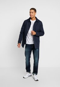 TOM TAILOR - TRAD - Jeans relaxed fit - dark stone wash denim blue - 1