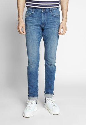 JOSH - Slim fit jeans - light stone wash denim blue