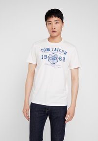 TOM TAILOR - LOGO TEE - T-shirt con stampa - vanilla white - 0