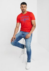 TOM TAILOR - LOGO TEE - T-Shirt print - basic red - 1