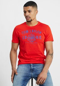 TOM TAILOR - LOGO TEE - T-shirt con stampa - basic red - 0