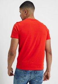 TOM TAILOR - LOGO TEE - T-shirt con stampa - basic red - 2