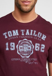 TOM TAILOR - LOGO TEE - T-shirt con stampa - purple - 4