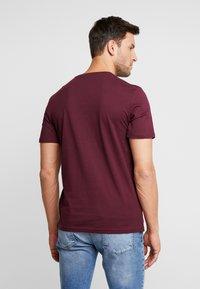 TOM TAILOR - LOGO TEE - T-shirt con stampa - purple - 2
