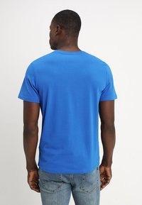 TOM TAILOR - LOGO TEE - T-shirt con stampa - simply blue - 2