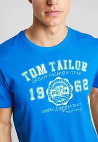 TOM TAILOR - LOGO TEE - T-shirt con stampa - victory blue/blue - 4