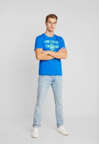 TOM TAILOR - LOGO TEE - T-shirt con stampa - victory blue/blue - 1