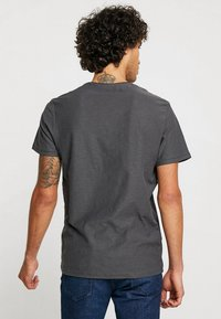 TOM TAILOR - T-shirt con stampa - tarmac grey - 2