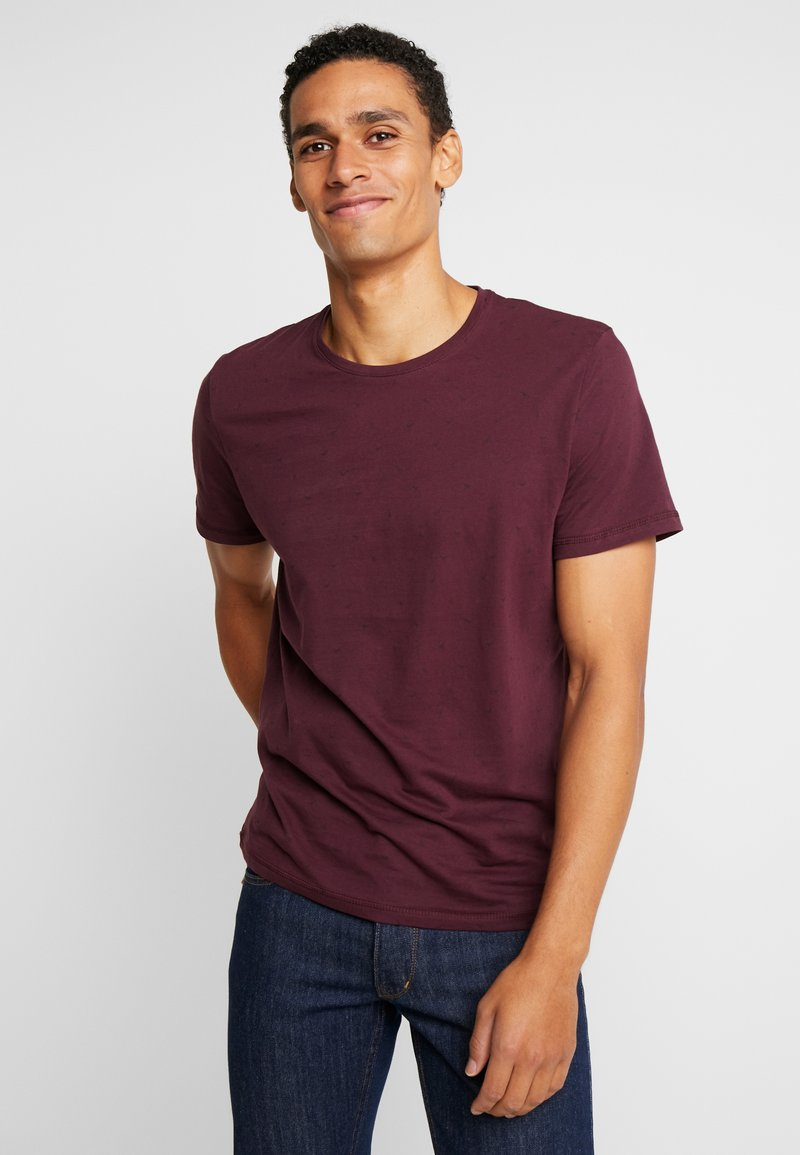 TOM TAILOR - TEE - T-Shirt print - burgundy