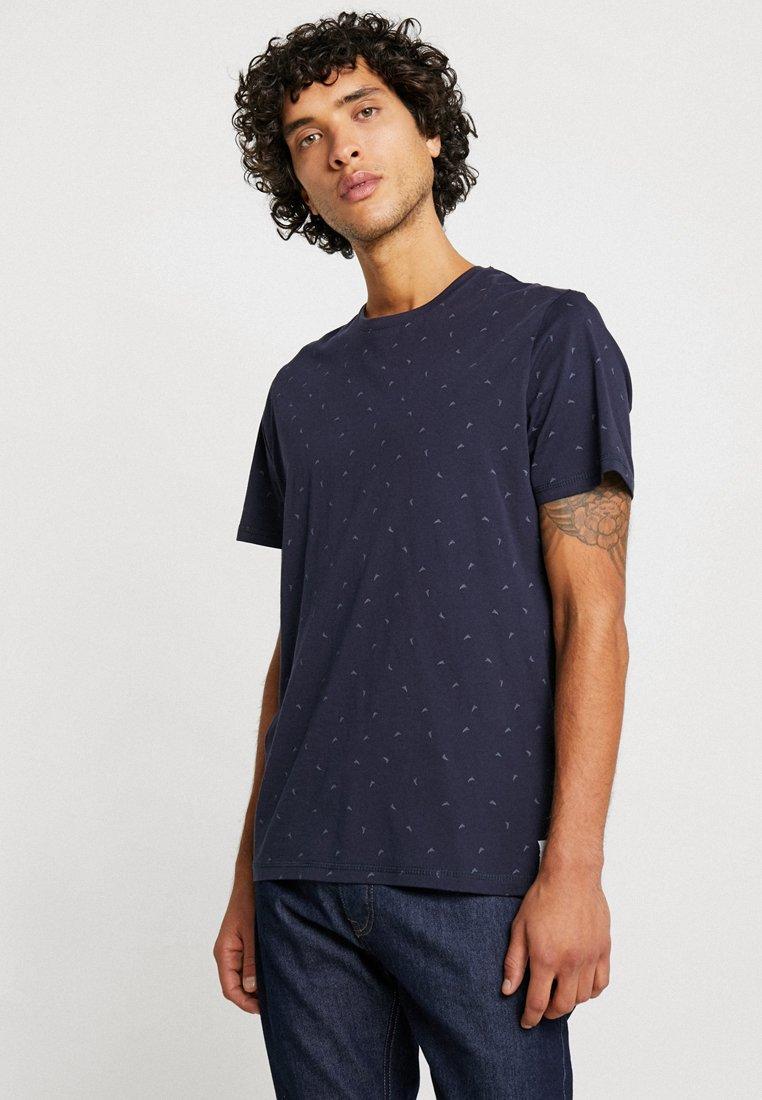 TOM TAILOR - TEE - Camiseta estampada - navy grey minimal