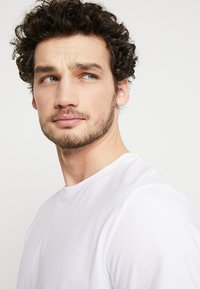 TOM TAILOR - DOUBLE PACK CREW NECK TEE - Basic T-shirt - white - 3
