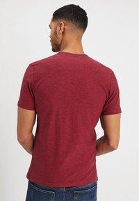 TOM TAILOR - BASIC HENLEY - Basic T-shirt - brilliant red/navy - 2