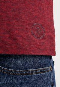 TOM TAILOR - BASIC HENLEY - Basic T-shirt - brilliant red/navy - 5