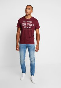 TOM TAILOR - FINE TEE - T-shirt con stampa - red/navy - 1