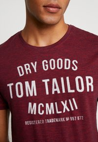 TOM TAILOR - FINE TEE - T-shirt con stampa - red/navy - 5