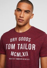 TOM TAILOR - FINE TEE - T-shirt con stampa - red/navy - 3