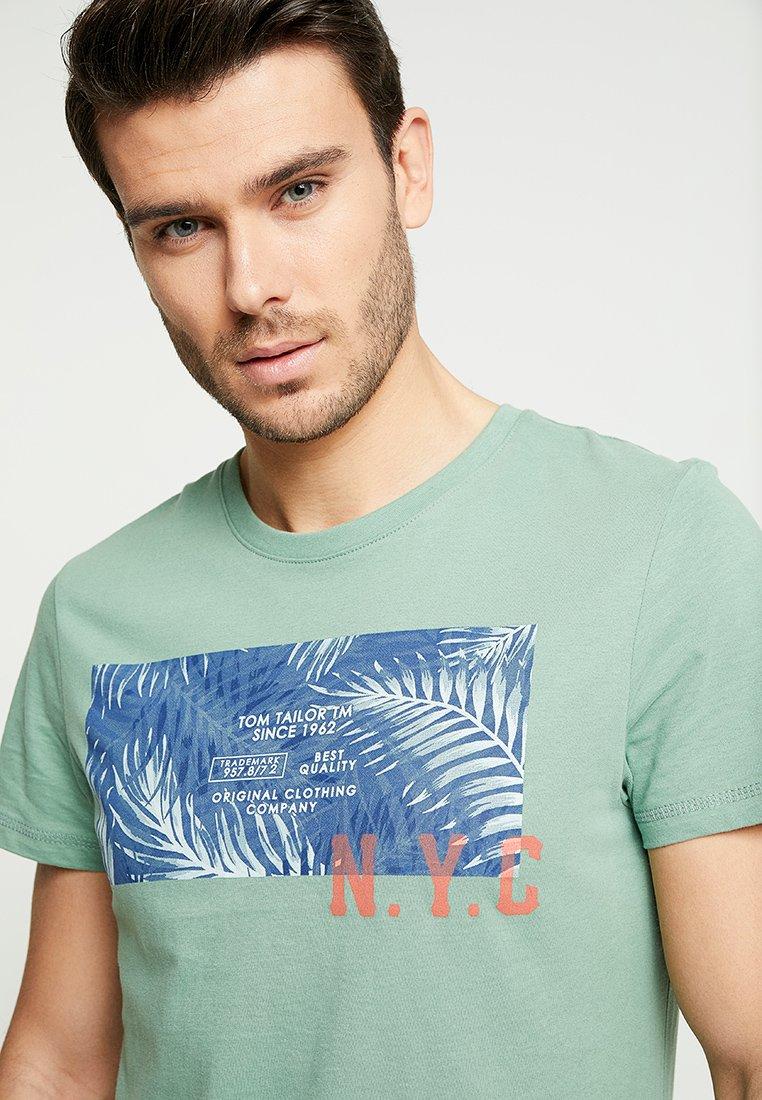 TOM TAILOR TEE - T-shirt imprimé light summer olive
