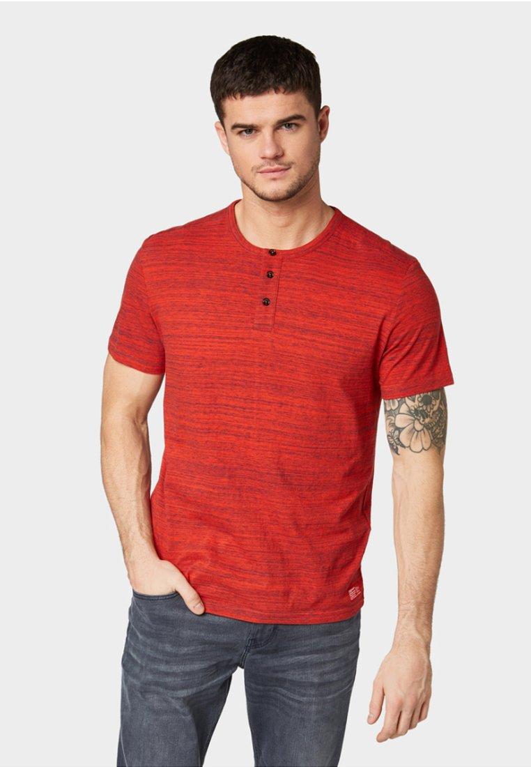 TOM TAILOR - STRUKTURIERTES MIT SCHULTEREINSÄTZEN - T-Shirt basic - red/blue melange