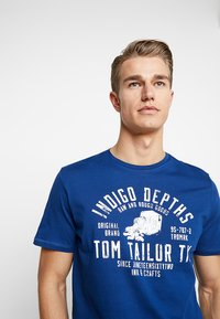 TOM TAILOR - Print T-shirt - after dark blue