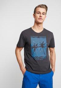 TOM TAILOR - SUMMER  - Print T-shirt - phanton dark grey - 0