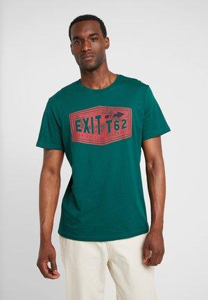 T-shirt con stampa - fairway green