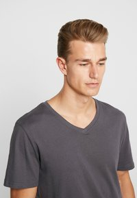 TOM TAILOR - 2 PACK - T-shirt basique - tarmac grey - 5