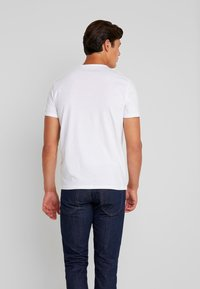 TOM TAILOR - WITH FLOCK PRINT - T-shirt z nadrukiem - white - 2