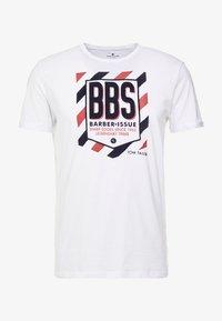 TOM TAILOR - WITH FLOCK PRINT - T-shirt z nadrukiem - white - 3