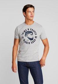 TOM TAILOR - WITH FLOCK PRINT - Print T-shirt - middle grey melange - 0