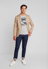 TOM TAILOR - WITH FLOCK PRINT - Print T-shirt - middle grey melange - 1