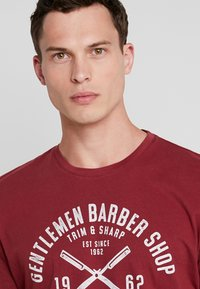 TOM TAILOR - Print T-shirt - fathers pipe red - 3