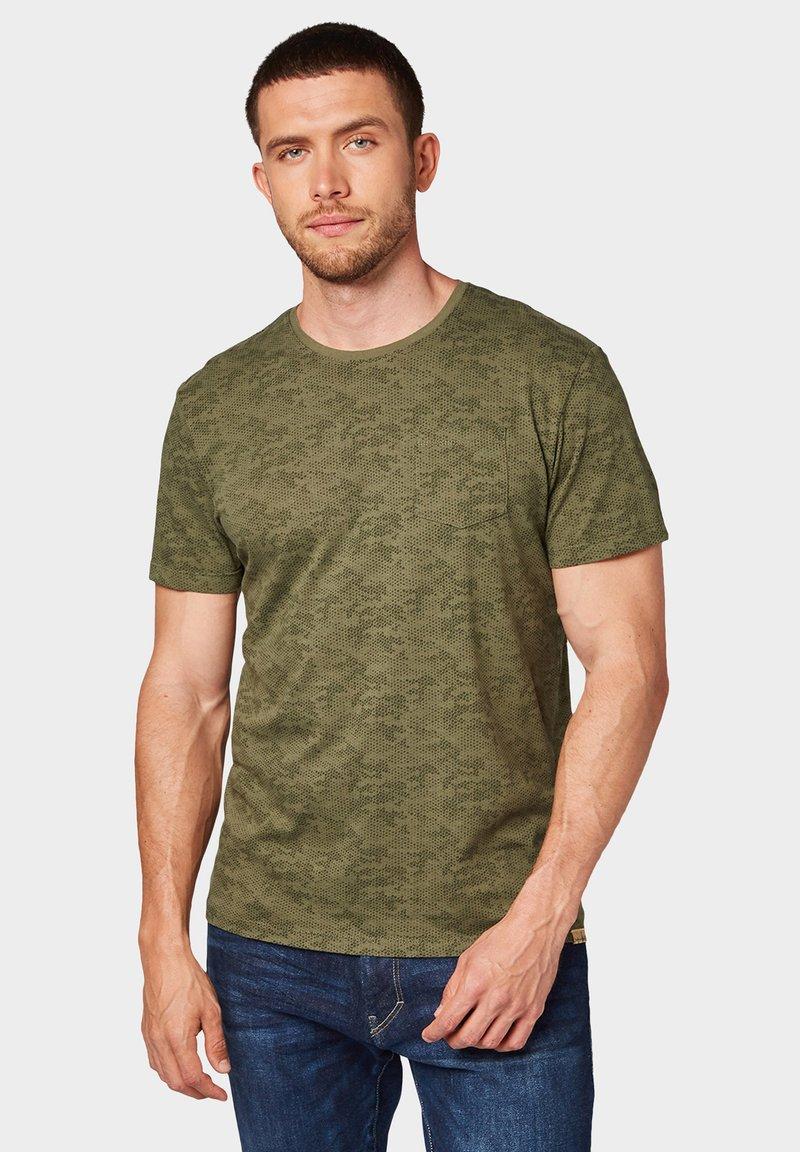 TOM TAILOR - ALLOVER PRINTED TEE - T-shirt imprimé - dusty green