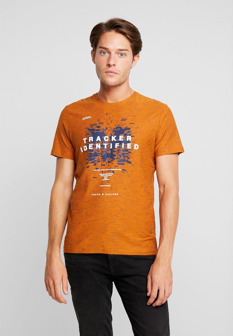 TOM TAILOR - FINE STRIPED - T-shirts med print - pumpkin orange