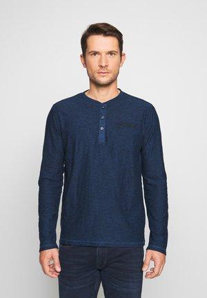 COSY HENLEY WITH EMBROIDERY - Bluzka z długim rękawem - blue