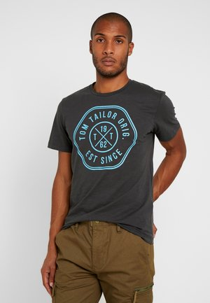 SLUB WITH PRINT - T-shirt med print - tarmac grey