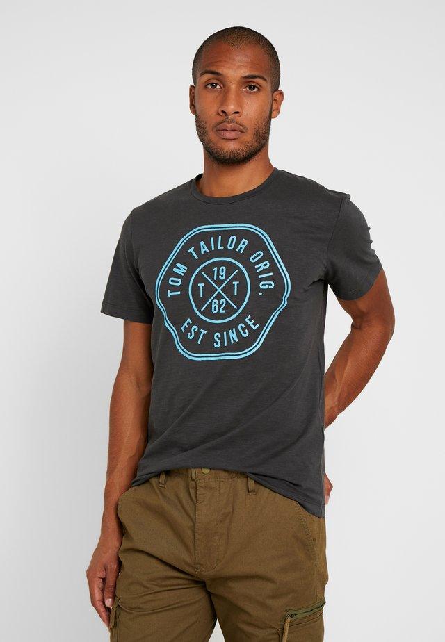 SLUB - T-shirt z nadrukiem - tarmac grey