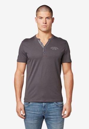 MIT PRINT - Print T-shirt - tarmac grey