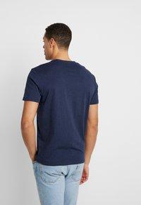 TOM TAILOR - 2 PACK - T-shirt z nadrukiem - real navy blue - 2